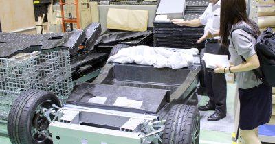 自動車シャシのプレス成形を1分で達成!? 名古屋大学が研究する「繊維炭素強化プラスチック」ってなに?