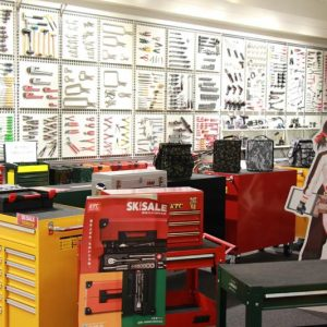 3000種以上の工具が並ぶ空間に圧倒! 国内トップシェアの工具メーカー・京都機械工具の本社に行ってきた