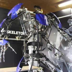 人間の動作と可能性を拡張する 搭乗型外骨格ロボットスーツ「スケルトニクス」を体験してきた