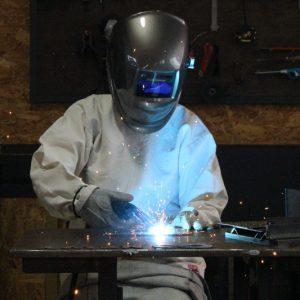 福井県・長田工業所の「アイアンプラネット」で溶接体験! 鉄工の現場で味わったモノづくりの楽しさ