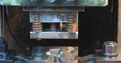 金属、樹脂加工以外でも使われる金型