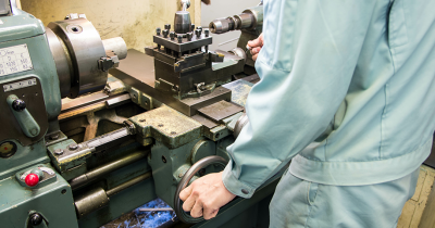 機械加工の基礎知識。工作機械の種類、加工方法などを解説します。