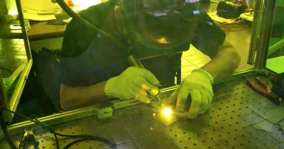 ファイバーレーザ溶接機による手溶接
